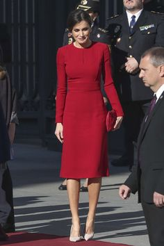 """Queen Letizia was looking flawless in bespoke Carolina Herrera dress, Magrit stilettos and handbag and Ruby earrings while attending a celebration marking 40 years of democracy in Spain at the Spanish Congress ❤️ Vestidos Carolina Herrera, Nice Dresses, Dresses For Work, Spanish Fashion, Queen Letizia, Elegant Outfit, Chic Dress, Royal Fashion, Bridal Gowns"