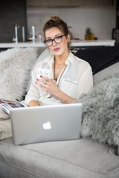 Katie Cassidy // At Home // Living Room // Natural Makeup // TKC