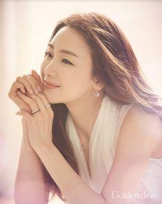 女優チェ・ジウがダイヤモンドのように輝く優雅さを誇った。最近ファインジュエリーブランドGolden dewは、自社のミューズとして抜擢されたチェ・ジウの広告カットを公開した。最近オンエアとなったCM… - 韓流・韓国芸能ニュースはKstyle