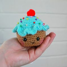 This week I'm happy to bring you one of my own patterns - Cupcake Pincushion!        I was asked earlier in the year to make a small presen...