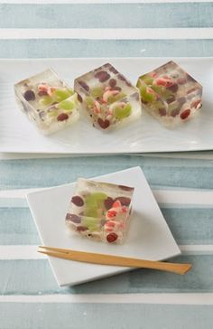 Japanese sweets made from agar (vegetal gelatin) Japanese Sweets, Japanese Wagashi, Japanese Candy, Japanese Food Art, Desserts Japonais, Asian Desserts, Edible Art, Cute Food, Confectionery