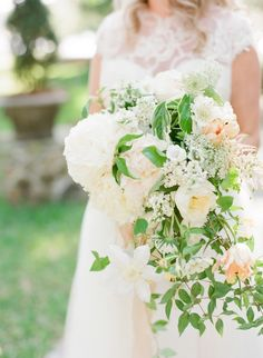 Ivory and Pale Peach Bouquet   photography by http://www.buffydekmar.com/