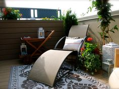 Incorporate earth tones into your accessories to connect them with nearby plantings, mulched beds and stonework. For example, outdoor carpets provide the indoor look outside. They're made from a weather-resistant fabric that's durable and won't mildew. They're easy to clean, and they dry quickly.