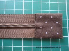 Aprende a tejer a ganchillo paso a paso: puntada de ganchillo # Häkeln Sie afghanisc & Sewing Projects For Beginners, Sewing Tutorials, Sewing Hacks, Tutorial Sewing, Quilted Tote Bags, Patchwork Bags, Bag Patterns To Sew, Sewing Patterns, Zipper Pouch Tutorial