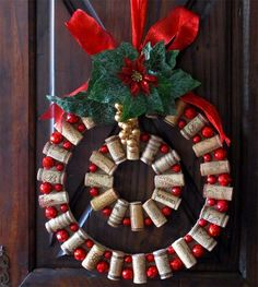 DIY Wine Cork Craft For Home Decoration – Overview When you have a lot of wine corks on hand, look at turning them in a lovely and distinctive mat! If you're a wine lover, then probably… Wine Cork Wreath, Wine Cork Ornaments, Wine Cork Art, Wine Corks, Ornaments Ideas, Cork Garland, Wood Wreath, Cork Christmas Trees, Christmas Wine