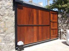 sliding driveway gates with pedestrian access Backyard Gates, Driveway Gate, Fence Gate, Tor Design, Gate Design, House Design, Timber Gates, Wooden Gates, Front Gates