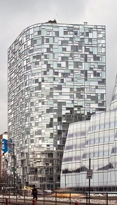 Peaking above some contemporary New York favorites – such as Gehry's IAC Building and Field Operations + DS+R's High Line – Jean Nouvel's 100