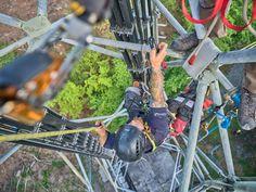 Der Verein Höhenrettungsgruppe Schaffhausen trainiert einmal monatlich an unterschiedlichen Orten. Im Juni war ich zum ersten Mal dabei und habe dabei die Rettungsübung zu einem Fotoshooting am Funkturm genutzt.  Rettungsaktion aus 20 Metern  Die Übungsanlage war folgende: Eine Person blieb auf ca. 20 Metern stecken und musste gerettet und abgelassen werden. Ein Retter musste rauf, alles notwendige installieren und dann die Rettung organisieren. Juni, Outdoor Power Equipment, Blog, Photoshoot, Garden Tools