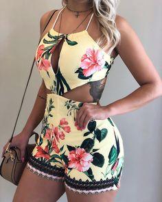 Macaquinho novo por aqui! ✨🌇 Por R$129 (P/M/G). Cute Summer Outfits, Short Outfits, Stylish Outfits, Dress Outfits, Fashion Dresses, Cute Outfits, Mexican Outfit, Denim Ideas, African Print Fashion