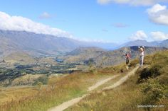 Get thee to Queenstown - An introduction. Have you ever been somewhere for a holiday that completely blows you away? The kind of destination you can't stop thinking about. The kind of place which makes you think seriously for a moment (or honestly more than a few moments) about the likelihood of packing up your day to day life to move there? For us recently it was the South Island of New Zealand, specifically Queenstown.