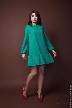 Изумрудное платье с вышивкой