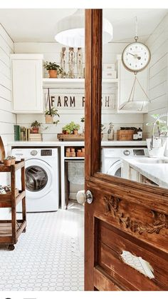 Gorgeous 43 Magnificient Farmhouse Laundry Room Ideas.