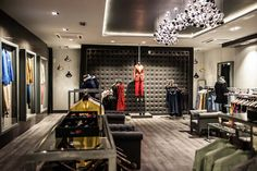 Fashion showroom in India - Sans Souci Crystal Light Fixture, Fashion Showroom, Contemporary Light Fixtures, Simple Shapes, Metallic Colors, Wall Sculptures, Hand Blown Glass, Gd, India