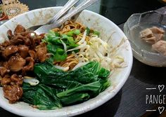 Mie Yamin Bandung Indonesian Food, Noodle Recipes, Ramen, Noodles, Food And Drink, Chicken, Cooking, Ethnic Recipes, Design
