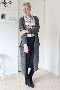 Long cardigan, floral blouse and jeans // Kotisaari