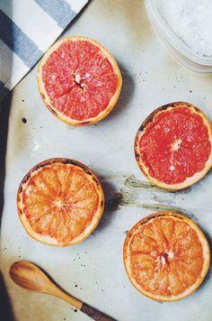 Pomelo al horno - Baked grapefruit Healthy Snacks, Healthy Eating, Healthy Recipes, Grapefruit Recipes, Pink Grapefruit, Broiled Grapefruit, Brunch Recipes, Breakfast Recipes, Cocktail Recipes