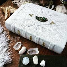 White leather book with abalone by MilleCuirs on DeviantArt Asylum Book, Leather Bound Books, Leather Book Binding, Grimoire Book, Cool Notebooks, Journals, Sword Design, Handmade Books, Handmade Notebook
