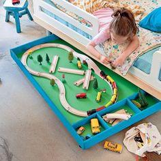 Un tiroir de jeu pour enfant / A drawer of game for child