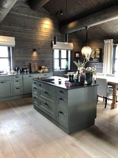 Industrial Kitchen Design, Rustic Kitchen, Kitchen Interior, Green Kitchen, Kitchen Colors, Chalet Design, House Design, Cabin Kitchens, Yellow Interior