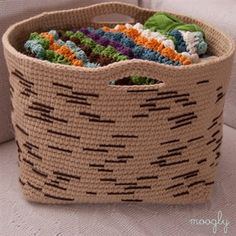 Crochet Birch Bark Basket – Free Pattern From Chunky Free Crochet Basket Patterns For Storage Crochet Home, Knit Or Crochet, Crochet Crafts, Free Crochet, Crochet Projects, Simple Crochet, Crochet Birds, Crochet Mandala, Crochet Animals