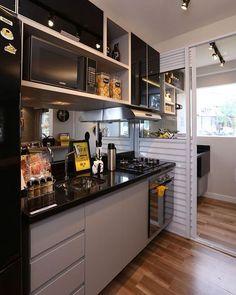 Cozinha super masculina, mas confesso que amei #decor #decora #decoração #decorando #decorando #decoration #decora #desing #detalhes #details #apartamentodecorado #apartamentopequeno #cozinha #cozinhapequena #ketchen #inspiration #inspiração #interiordesing #casanova #home #homedecor #homedesing #homedecoration