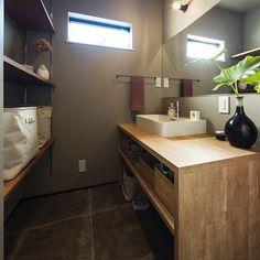 N様邸の洗面です ランドリースペースが2階にある分、収納用の棚も広めに確保できます✨