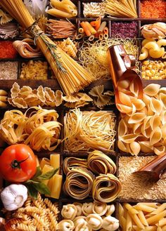 About Types of Pasta (Checkout our official website for the full story) Food Design, Pot Pourri, Food Backgrounds, Food Styling, Food Art, Italian Recipes, Food Inspiration, Food Photography, Breakfast Photography