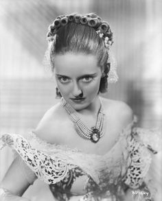 Bette Davis dans Jezebel (1938) conception de costumes Orry-Kelly Image Source: Film Guide Alt