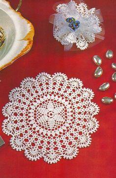 Для воротничка Tecendo Artes em Crochet: Sete Toalhinhas Maravilhosas neste Último Post do Ano - Vem Ver!