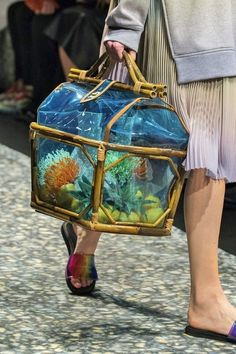 Marco de Vincenzo at Milan Fashion Week Spring 2019 Handbag Accessories, Fashion Accessories, Rare Clothing, Trendy Handbags, Jute Bags, Spring Summer, Unique Bags, Fabric Bags, Style Challenge