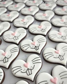 Celebrate Easter with the best Easter cookies. Here are the best Easter Sugar Cookies ideas. These Easter cookies decoration with royal icing are so cute. Fancy Cookies, Valentine Cookies, Iced Cookies, Cute Cookies, Easter Cookies, Royal Icing Cookies, Easter Treats, Holiday Cookies, Cupcake Cookies