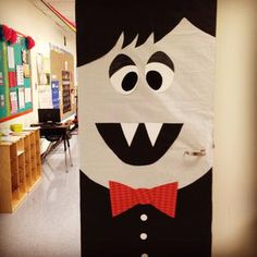 Seriously, how fun is this Dracula door display?! Inspired by other designs found around the web, Lauren and her sister came up with this cute way to spice up the kindergarten hallway for Halloween!...