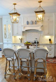 Classic and Timeless White Cottage Kitchen Remodel. I like the range hood. Kitchen Inspirations, White Kitchen, Kitchen Remodel, Kitchen Decor, New Kitchen, Kitchen Dining Room, Kitchen Redo, Home Kitchens, Kitchen Renovation