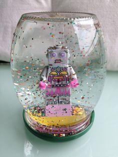 Et si on fabriquait une boule à paillettes avec les enfants ?
