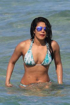 Priyanka Chopra looks spicy in the photos while wearing a bikini. Priyanka Chopra was seen to be damn seductive and tempting in the bikini. Priyanka Chopra Sexy, Priyanka Chopra Images, Actress Priyanka Chopra, Bollywood Actress, Bikini Sexy, Blue Bikini, Bikini Beach, Bikini Girls, Bikini Images