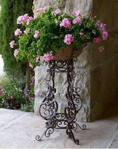 55 Ideas for garden planters large flower pots Flower Pots, Plants, Iron Planters, Geraniums, Planters, Flower Stands, Container Gardening, Wrought Iron Plant Stands, Cottage Garden