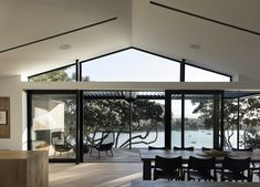 Located in Auckland, New Zealand, the Herne Bay Hideaway by Lloyd Hartley Architects is a breaktaking refurbishment project inside a brick and tile home Roof Design, House Design, Timber Slats, S Brick, Glass Roof, House And Home Magazine, Ramen, Building A House, Architecture Design