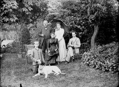 Au jardin, Guillot, Marguerite, Henri, Caroline, Henri, Dijon