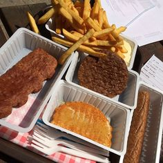 Friet Fritesaus, Frikandel, Hamburger, Kaas Soufle and Mexicano is what we are eating for lunch! #Netherlands #streetfood #snack #kidfoodies #kidfriendly #kidtravel #everythingdeepfried #camping #rv