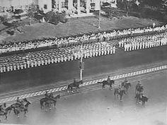 Militaire parade in Soerabaja t.g.v. de verjaardag van koningin Wilhelmina