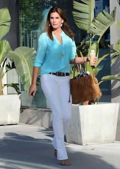 Cindy Crawford - Cindy Crawford Stops by the Hair Salon