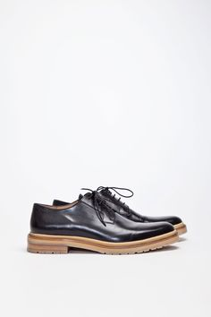 Elegegant derby shoe from Dries Van Noten. Made in Italy from premium leather. Wholecut in black with khaki colored panel along the sole. Waxed tone on tone laces. Fully leather lined. All sits on a leather and rubber sole.