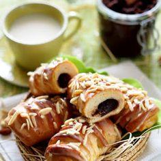 Bułeczki drożdżowe z domową nutellą Nutella, Waffles, Menu, Sweets, Chicken, Breakfast, Ethnic Recipes, Food, Menu Board Design