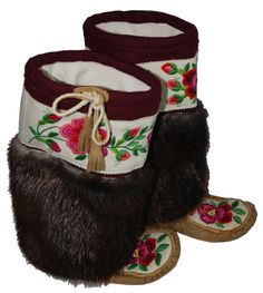 Authentic hand made Northern Canadian mukluks with pink flower embroidered design. Beaded Shoes, Beaded Moccasins, Beaded Flowers, Embroidered Flowers, Skull Pictures, Native American Beading, Beading Projects, Native Art, Bead Weaving