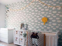 Habitació infantil suave nubes mint. Papel pintado Ferm Living.