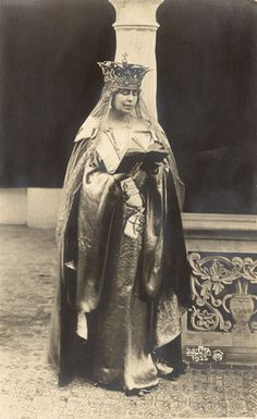 Queen Marie Wearing Crown 1922