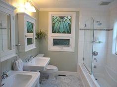 cottage-3-4-bathroom-with-medicine-cabinet-pedestal-sink-and-glass-wall-i_g-ISk51567r2izkz-RWhOO.jpg (1024×768)