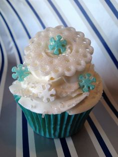 It's like a winterwonderland in a cupcake! Get deals that satisfy your sweet-tooth at www.gobuylocal.com!