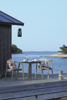 Summer cottage in the archipelago Beach Cottage Style, Coastal Style, Coastal Living, Beach House, Coastal Decor, Cottages By The Sea, Beach Cottages, Boho Deco, Haus Am See