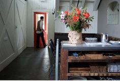 Remodelista: Centre piece, flowers. #PinToWin, #Anthroplogie